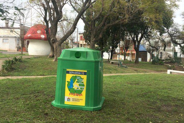 Campanas verdes para residuos reciclables en plazas y espacios públicos