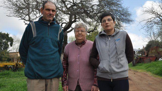 Carlos, Marta Isabel y Miriam Raquel Álvarez de Lovera.