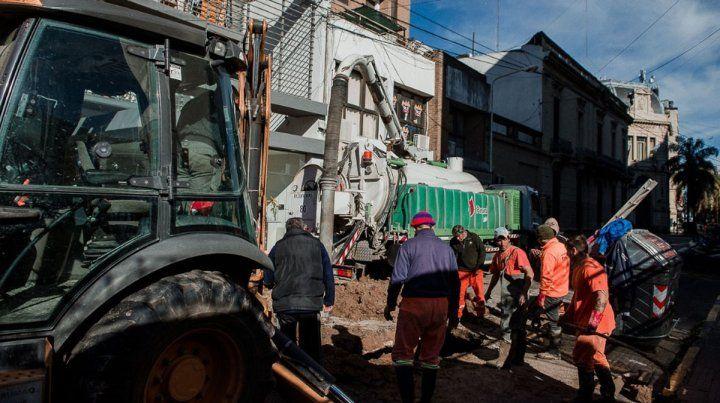 Está cortado el tránsito en Andrés Pazos por reparaciones en cloacas