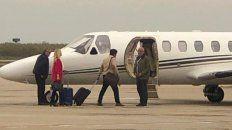 Viaje oficial. El avión llevó a los dirigentes del PJ de Buenos Aires a Tucumán.