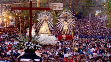 Se calcula que unas 800.000 personas participan de la ceremonia.