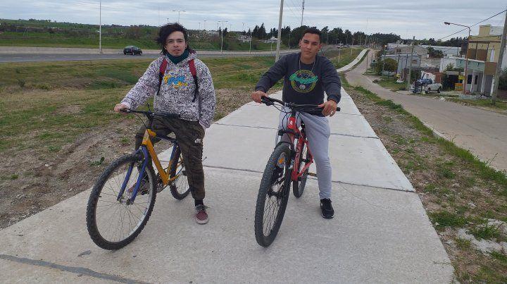 Los dos amigos aprovecharon la ciclovía.