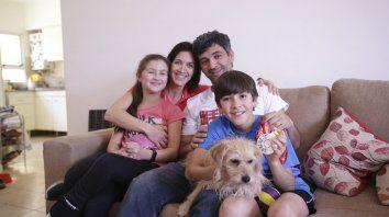El DT recibió a UNO en su casa junto a sus hijos Ian y Gaia y su señora Cynthia.
