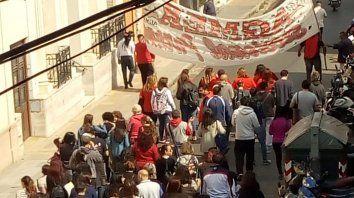 Movilizados. La marcha docente llevó demandas a Casa de Gobierno.