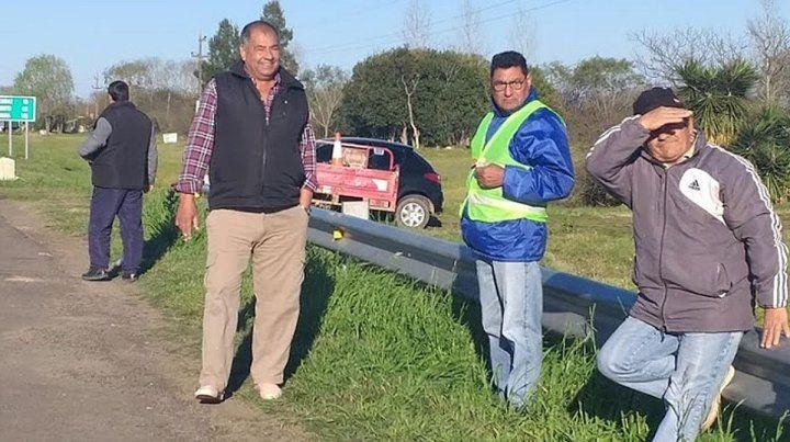 Municipales de Bovril no cobran sus haberes y se manifestaron en la ruta