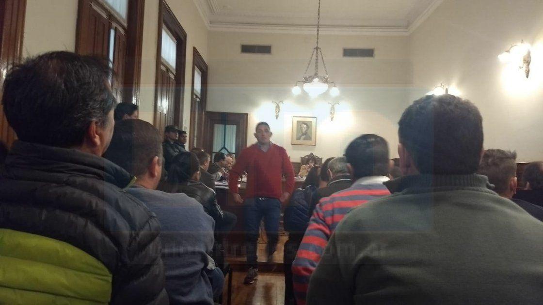 Desocupado. Tavi habló con el Tribunal y luego volvió a su lugar. Foto: Javier Aragón