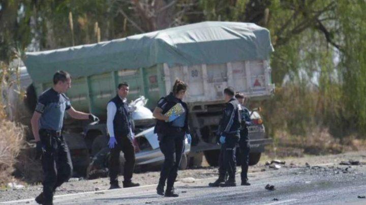 Cinco muertos tras un accidente con un camión en Mendoza