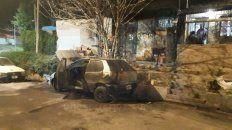 incendiaron un auto que estaba en reparacion, en la calle
