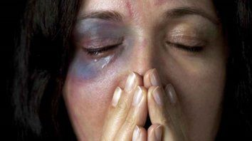 le dio una brutal golpiza a su pareja, reconocio el hecho y no ira preso