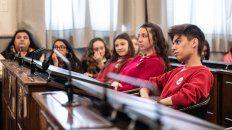alumnos de parana en la instancia departamental del senado juvenil