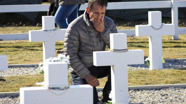 Malvinas: se podría identificar a más soldados enterrados