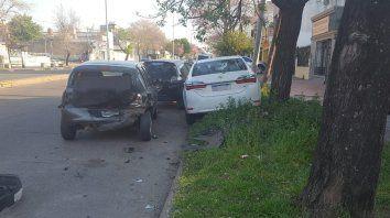 triple choque con danos importantes en los vehiculos