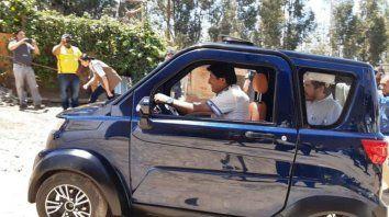 Evo Morales estrenó auto eléctrico hecho en Bolivia