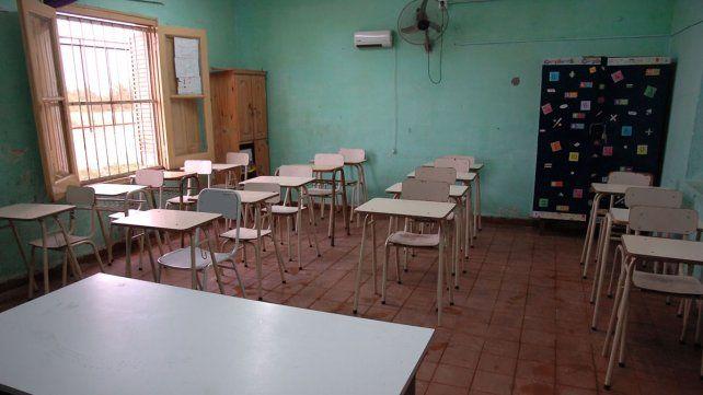 Banco. Hubo alta demanda en algunas escuelas. En la EET N° 21 los padres hicieron cola desde la madrugada.