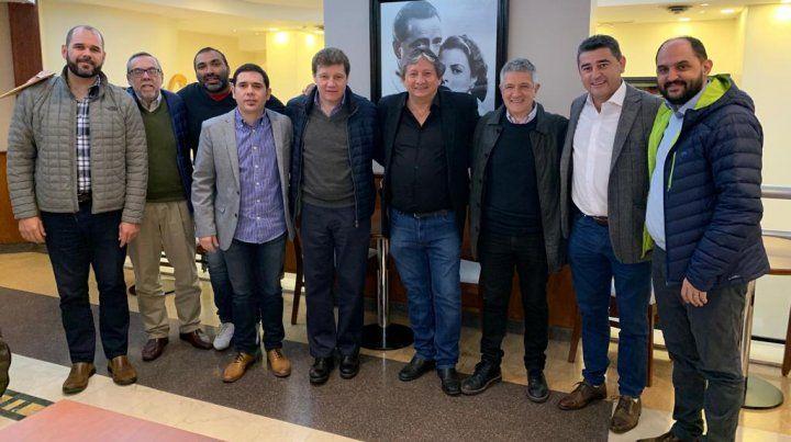 Una imagen del encuentro con radicales alfonsinistas que apoyan a Alberto Fernández.