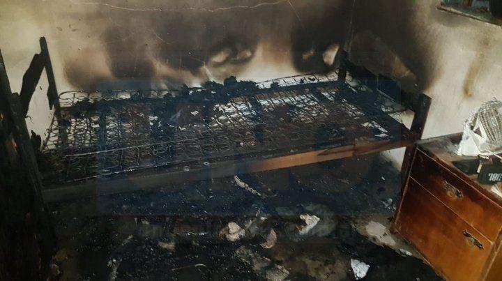 Paraná: Por un colchón se le incendió la casa