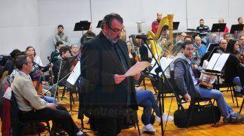 Homenaje. El director de la Orquesta Sinfónica, Luis Golerik, al momento de hacer uso de la palabra.