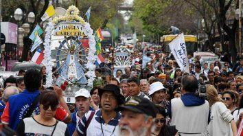 miles de personas realizan la peregrinacion a lujan