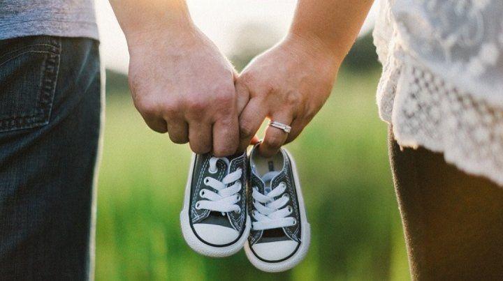 Redes sociales ayudan a unir personas para cumplir su deseo de tener un hijo