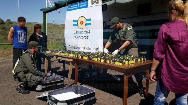Sorprendidas. Las mujeres llevaban la droga en un colectivo a pedido de un hombre de Buenos Aires y los gendarmes las descubrieron.