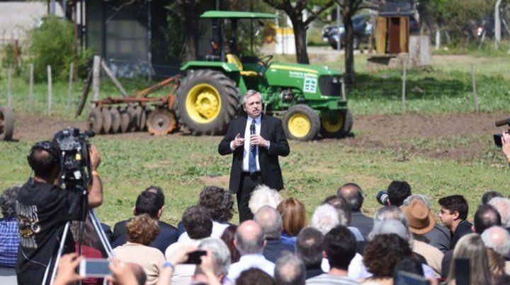 Al aire libre. Fernández oficializó su iniciativa en Agronomía de la UBA.