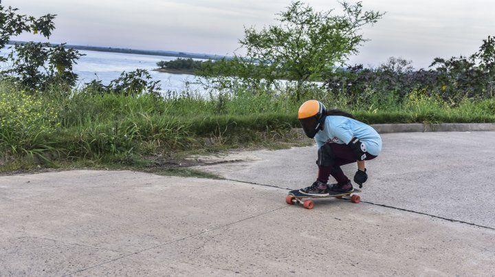 El longboard vive en las calles de Bajada Grande