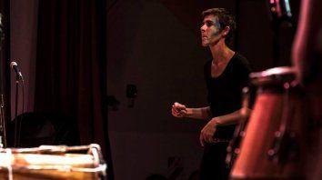 Sistema. Bruselario incursiona en el lenguaje de improvisación con señas para ritmo y percusión.