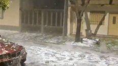 video: granizo y rios de hielo en medio del temporal en pergamino
