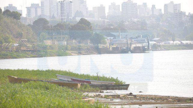 Actividad. En Puerto Sánchez están habituados a las bajantes y las crecidas