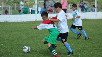 A jugar. Será la última jornada del certamen regional de fútbol Infantil. Todo será hasta esta tarde.