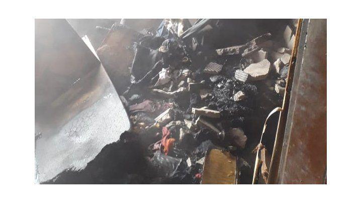 Un incendio a causa de la explosión de la batería de un celular