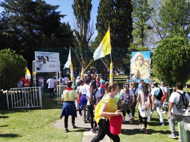 Miles de peregrinos marcan el camino, en otra masiva muestra de fe