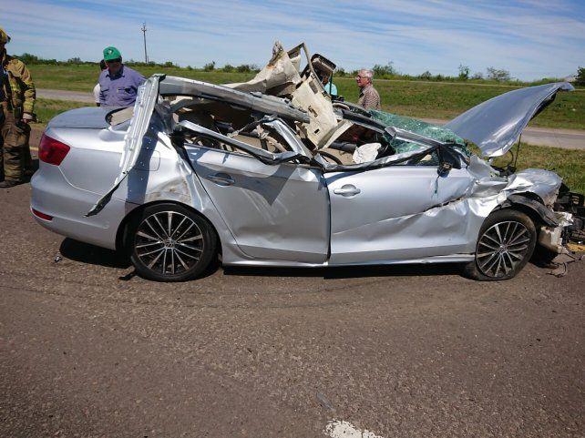 La policía confirmó que el camión chocó el vehículo.