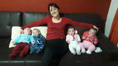 Festeja su primer Día de la Madre junto a sus cuatrillizos