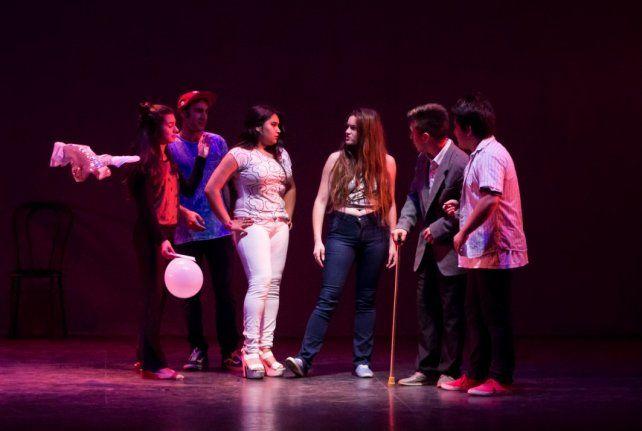 Teatro, música y canto en los encuentros artísticos de la Escuela Simón de Iriondo