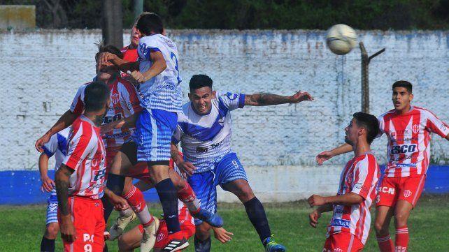 Ajustado. Atlético Paraná y Sportivo Urquiza juegan en el Mutio. La serie está 1-1 y hay promesa de buen fútbol.