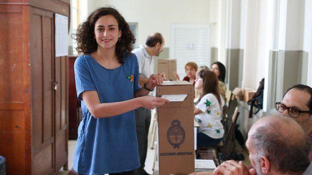 Nadia Burgos votó en la Escuela Belgrano.
