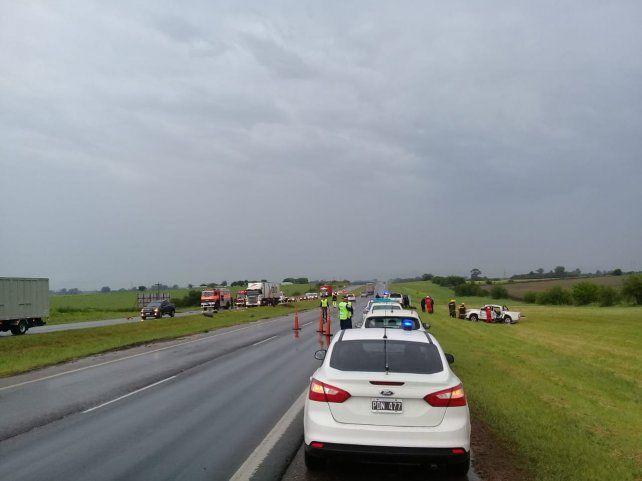 La ruta estaba húmeda por las fuertes lluvias.