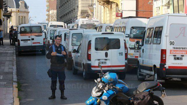 En las adyacencias del Correo cortan la calle para posibilitar el operativo durante el escrutinio.