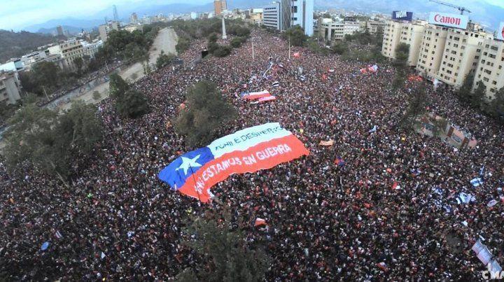 Protesta. Chile se despertó es la consigna que enarbolan los manifestantes