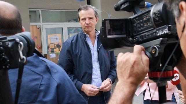 El intendente de Paraná seguido por los medios.