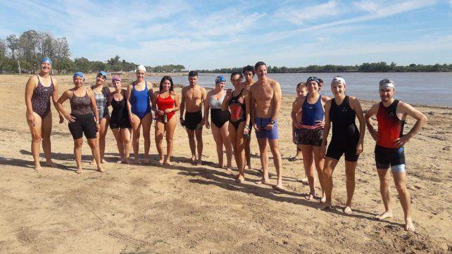 Equipo. Un grupo interesante que se dedica a nadar en el río y que sábado a sábado disfruta de la actividad.