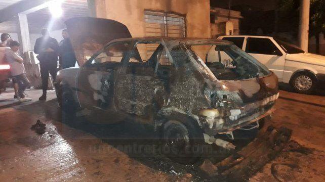 Incendiaron tres vehículos durante la madrugada en Paraná