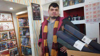 Hillairet eligió la bufanda de la casa Gryffindor, a la que pertenece Harry.
