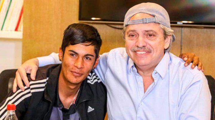 Fernández recibió a joven discriminado