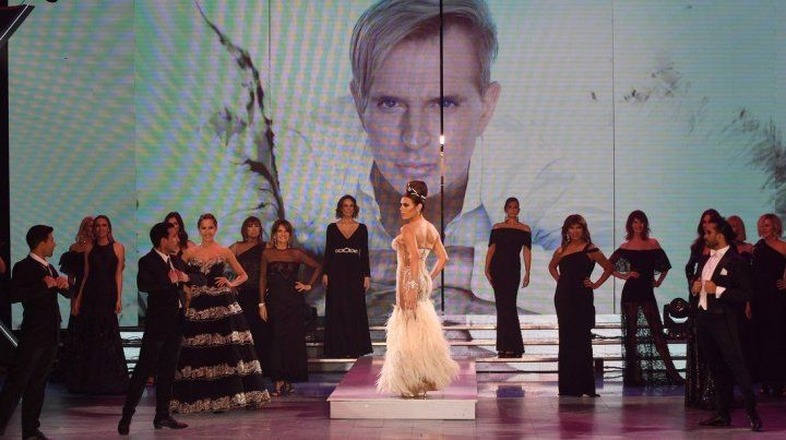 Imponente homenaje de Flor de la V al diseñador Jorge Ibañez