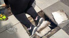 mujer cayo en la peatonal al quebrarse una baldosa