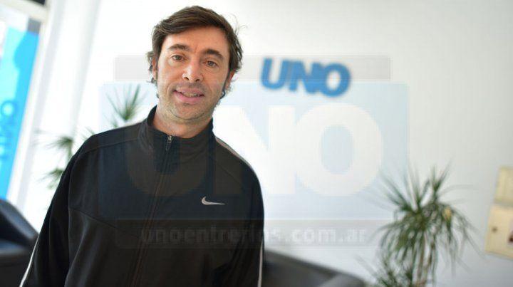 Profe. José es uno de los profes que tiene esta exitosa escuela de tenis en Paraná y que pertenece a Estudiantes.