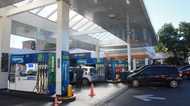 Se autorizó una suba de 5% en el precio de los combustibles