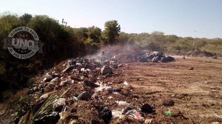 Quemas de basura en las barrancas de La Toma